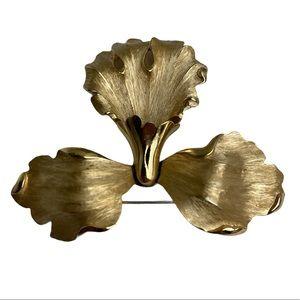 TRIFARI vintage gold tone brooch pin flower style